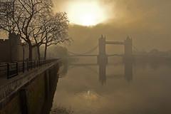 Al di là della nebbia / Beyond the fog (Tower of London and Tower Bridge, London, England) (AndreaPucci) Tags: uk london fog towerbridge toweroflondon canonefs1022mmf3545usm canoneos60 andreapucci