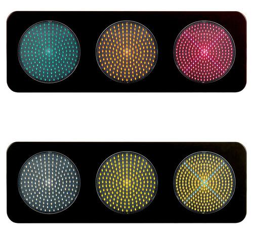 色覚異常者に優しいユニバーサルデザインLED信号灯の写真