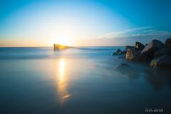 Encore heureux . (david galliez) Tags: mer plage rocher contrejour poselongue nikond700
