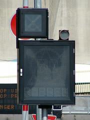 2008-0016 | A7, Lyon, panneaux à message variable (La Signathèque) Tags: danger lyon flash tunnel led route autoroute signalisation a7 panneau lacroix trafic diode fourvière pictogramme sécurité