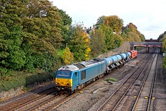 Arriva blue 67002  at an autumny  Barrow Upon Soar with 67018 'Keith Heller' in DB Schenker red livery at rear on 21.10.16 with 3J93 1153 West Hampstead North Jn. - Toton T.M.D. RHTT leaf spraying working (Paul Biggs) Tags: 3j93 rhtt 67002 67018 schenker blue canons heller barrow upon soar red maple mml