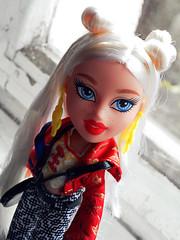 Cloe (evil'sdolls) Tags: bratz doll dolls china redlips blueeyes hair hairbuns blonde mga studyabroad cloe