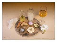 Aioli espanol (PhotoChampions) Tags: aioliespanol brot oleander rapsl milch sauce sosse serviette wein weisswein holzteller studio