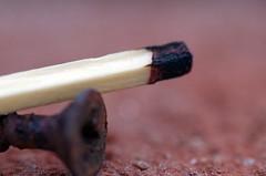 ausgebrannt - burned out - brle (Knarfs1) Tags: streichholz match macro maro schraube screw