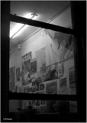 Antiguas tiendas y talleres. Old shops and workshops. (Esetoscano) Tags: taller workshop pared wall carteles posters luz light cristal vidrio glass puerta door bw bn byn nocturna night cidadevella oldtown acorua galiza galicia espaa spain