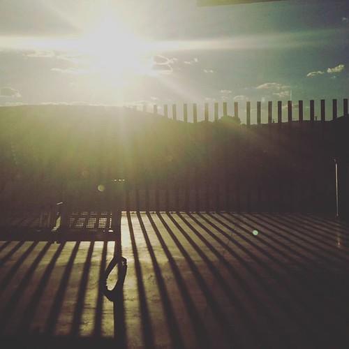 Coming home.... momentos únicos, instantes capturados, que es la vida sino la colección de todos los que podamos hacer, retener, guardar en nuestros ojos y en nuestro corazón.... coleccionemos momentos, colecciones rayos de sol!!! Volviendo a casa. Y recu