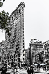 Flatiron (Priscila de Cássia) Tags: build building flatiron newyork nyc ny selectivecolor people nikon nikond90 street city sky usa skyscrape architecture