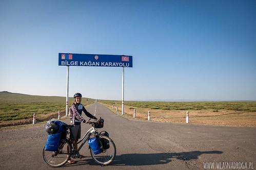 Droga do Muzeum Khushuu Tsaidam