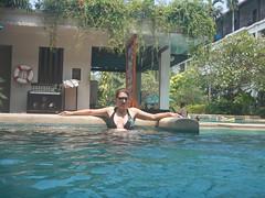 Elke in zwembad