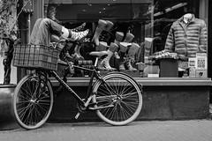 Auf die Socken machen / Make tracks (uw67) Tags: street make amsterdam bicycle socks den von tracks streetphotography 9 schaufenster socken fahrrad peugeot machen 9straatjes straatjes maketracks strasenfotografie vondensockenmachen