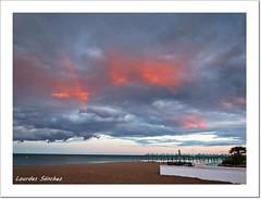 Nubes y Arco Iris (Lourdes S.C.) Tags: nubes cielo arcoiris playa mar arena sombrillas atardecer nwn