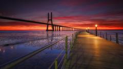 Burning sky (Joo Cruz Santos) Tags: lisbon lisboa portugal pvg vascodagama seascape landscape sunrise minoltaaf1735