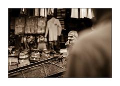 INQUIETUDE (EXTRAIT) Tags: marrakech souk regard sepia