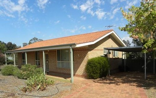 1 Pineview Circuit, Young NSW 2594
