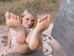 20160903_Soles (FBY1K) Tags: blondes feet foot sole soles summer 2016 september germany outdoor fetish footfetish 37 65 3 redtoes feetfetish heels womensfeet sexy sexyfeet femalefeet outdoors