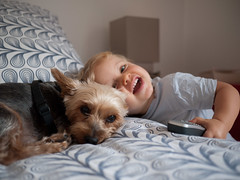 Avec le chien (Dahrth) Tags: gf1 gf120 panasoniclumixgf1 lumixmicroquatretiers lumixμ43 micro43 microfourthirds raw bébé baby yorkshire dog