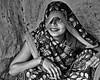 Inde - Portrait de femme à Khajuraho. (Gilles Daligand) Tags: inde khajuraho portrait femme voile oeil madhyapradesh noiretblanc bw monochrome olympus epl5