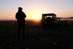 La chasseuse d'images (Thierry.Vaye) Tags: flickr soleil or aube brume brouillard kitchou voiture matin paysnantais