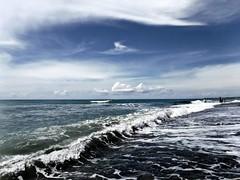 (Claudia Gaiotto) Tags: sea sky mare waves nubes fujifilm olas cloudes subacquea
