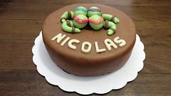 Moelleux Extrement chocolat! (Claire Coopmans) Tags: birthday cake belgium ninja chocolate turtles anniversaire chocolat plastique nickelodeon gâteau tortues moelleux pâte