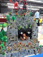 IMG_6858 (LUG Festibriques) Tags: montagne dragon lego exposition fantasy hotdogs jeu caverne fantastique auxerre 2015 scoubidou festibriques