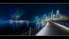 Electrobank (HakWee) Tags: singapore bluehour lasershow mbs jubileebridge marinabaysands