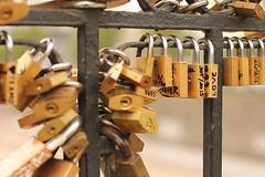 Cadeados na ponte Pío Nono em Santiago - Chile (F4C Design) Tags: chile santiago lockers amor ponte nono namorados pio ferro cadeados