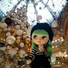 Xmas tree at Galeries Lafayette 🎁🎄#paris #lafayette #love #bunnylove #verdeblue #parisienne