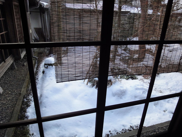 大正期のガラス越しに見る吉島家住宅の中庭|吉島家住宅