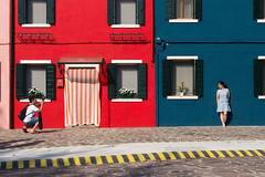 SHOOTING. Burano (Cathy Le Scolan-Qur Photographies) Tags: burano venise murscolors rouge red redwall murrouge italie catherinelescolanqur