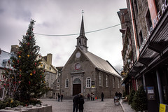 Place Royal (caribb) Tags: stores shops eglisenotredamedesvictoires notredamedesvictoires lowercanada publicsquare square christmastree tree steeple eglise church canada quebec quebeccity vieuxqubec oldquebec historic canadianhistory buildings heritage urban city 2016 downtown centreville street streets centrum