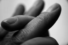 (re)Stitch .... Human Connection (Marco_964) Tags: stitch macromondays pentax macro closeup bw bianconero fingers dita humansconnection rapportiumani mani hands