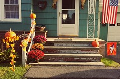 The Skillet House (tommyv302003) Tags: door red orange white holiday green fall home halloween colors leaves lines stairs pumpkin leaf steps vine peanuts snoopy blocks welcome