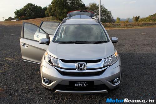 2016-Honda-BR-V-14