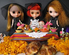 """We are celebrating in Mexico the Day of the Dead. Today and tomorrow we will honor and remember our ancestors by making an altar with cempazuchitl flowers, sugar skulls, a special bread called """"bread of the dead"""" and lots of food 🌼🌼:blosso"""