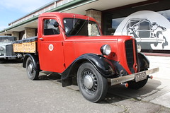 KM 7455 (ambodavenz) Tags: bradford light truck geraldine vintage car machinery museum crank up south canterbury new zealand