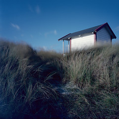 Beach Hut 3(4) (Theolde) Tags: film kodak hasselblad planar2880 ektar100 10stopsnd