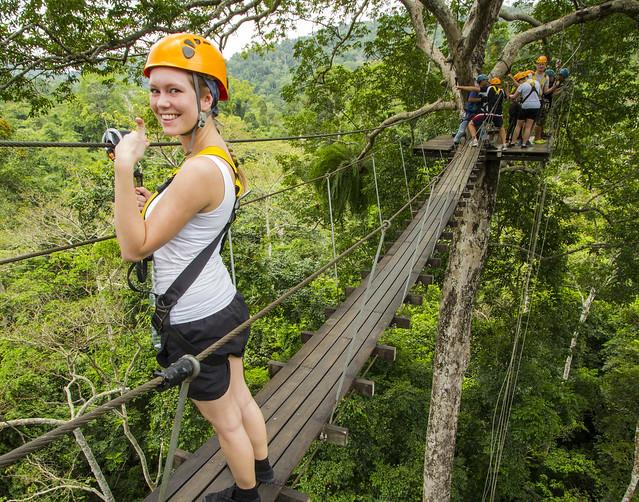 ジャングルでジップライン!動物園ツアー付き(海外の動物に出会えるオプショナルツアー)