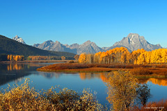 Oxbow Bend , Grand Tetons (Wonder Woman !) Tags: autumn usa mountains snakeriver aspens wyoming grandtetons tetons oxbowbend
