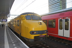 NS Plan V 457 in station Arnhem 09-12-2015 (marcelwijers) Tags: station train de la gare ns arnhem plan eisenbahn zug bahnhof 64 mat v chemin trein fer 457 electrisch electrische 09122015