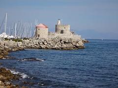 Molino y Castillo de San Nicols, desde la Torre de San Pablo. Rodas. Grecia (escandio) Tags: grecia mandraki rodas 2015 isladerodas rodasciudad