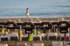 Encadenados (SantiMB.Photos) Tags: summer espaa beach geotagged bokeh lanzarote playa canarias chain verano esp padlocks cadena puertodelcarmen candados 2tumblr sal18250 2blogger vacaciones2014 geo:lat=2892031892 geo:lon=1366075337
