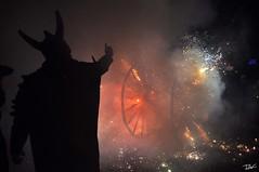 Correfoc 060 (Pau Pumarola) Tags: correfoc foc fuego feu fire feuer guspira chispa étincelle spark funke festa fiesta fête fest diable diablo devil teufel catalunya cataluña catalogne catalonia katalonien girona diablesdelonyar