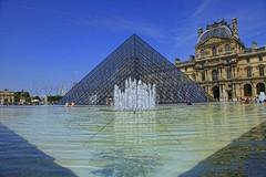 Le Louvre - Paris-îlle-de-France (monsieurlazarophotographies) Tags: paris thelightscity lelouvre pirâmide îlledefrance l´arcdetriompheducarroussel glassunderthebluesky elitegalleryaoi bestcapturesaoi