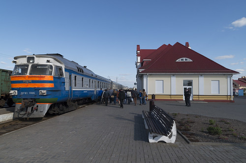 Diesel train DR1P at the Slonim railway station, 04.05.2014.