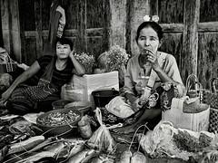 1610 Birmanie 6260 nb (andre.callewaert) Tags: birmanie myanmar personnes marches