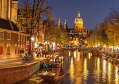 Lights make the autumn golden (Renate Bomm) Tags: blauestunde blue water wasser amsterdam niederlande kirche herbst goldengallary renatebomm ef50mmf14 canoneos6d gracht wasserstrasse unesco weltkulturerbe netherlands holland europa city nigth flickrunitedaward beautifulcapture goldenvisions visiongroup thegoldendreams