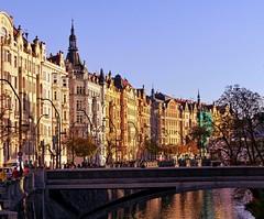 House Facades - Prague, CZ (Andr-DD) Tags: prague prag praha huser houses huserfront housefacades moldau flus river brcke bridge czechrepublic cz tschechischerepublik