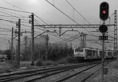 vias6 (jj ciux) Tags: blackandwhite valencia train noiretblanc railway bn chemin fer sncf renfe negroyblanco