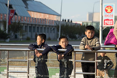 Korean childrens waiting for the 70th anniversary of Workers' Party Military Parade (bvoneche) Tags: kp pyongyang coredunord